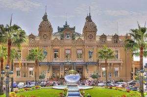 Como Mõnaco se tornou referência no turismo de luxo