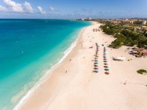 Confira as praias paradisíacas de Aruba