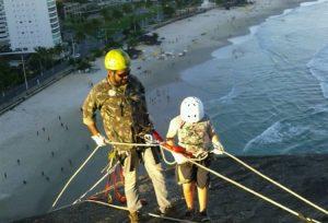 Guarujá aprova regras de segurança para prática turística