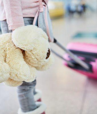 Menor desacompanhado em viagem requer seguro sob medida