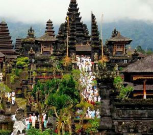 Pura Agung Besakih, também conhecido como Templo Mãe de Bali, é um dos mais sagrados templos hindus da ilha.