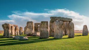 Um dos mais importantes monumentos da pré-história europeia, Stonehenge são as ruínas de um templo construído há mais de 5 mil anos.