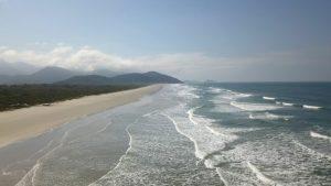 O litoral paulista tem mais de 50 ilhas. Somente no arquipélago de Ilhabela, existem ilhas com mais de 40 praias e muitas cachoeiras.