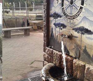As minas de água pura e cristalina são marcas registradas de Campos do Jordão. Em vila Abernéssia, a Fonte da Amizade é uma das mais frequentadas.